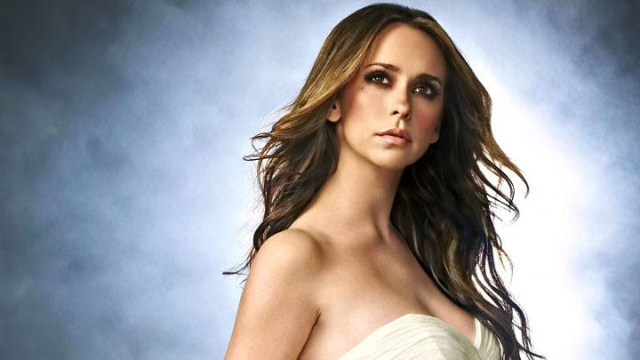 Jennifer Love Hewitt In White Dress And Blue Background